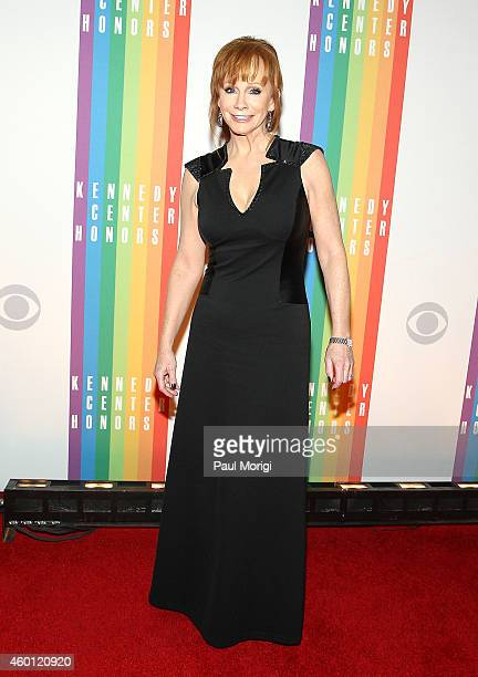 Reba McEntire arrives at the 37th Annual Kennedy Center Honors at the John F Kennedy Center for the Performing Arts on December 7 2014 in Washington...