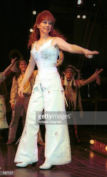 Reba McEntire makes her Broadway debut as Annie Oakley in the Tony Award winning musical Annie Get Your Gun January 26 2001 at the Marquis Theatre in...