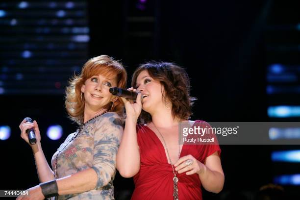 Reba McEntire performs with former American Idol winner Kelly Clarkson at the 2007 CMA Music Festival on June 7 2007 in Nashville Tennessee