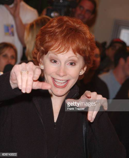 """Reba McIntire arrives at the premiere screening of """"Shallow Hal."""""""