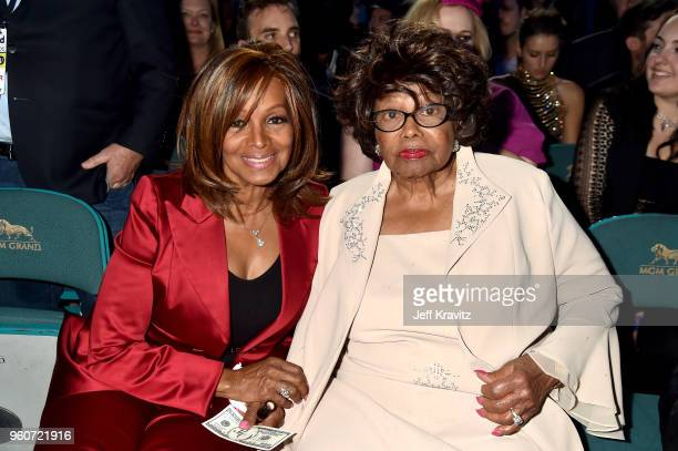 Rebbie Jackson and Katherine Jackson attend the 2018 Billboard Music Awards at MGM Grand Garden Arena on May 20, 2018 in Las Vegas, Nevada.