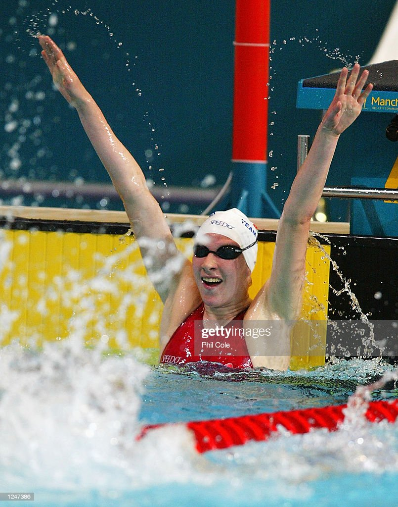 Rebecca Cooke of England celebrates after winning gold... : News Photo