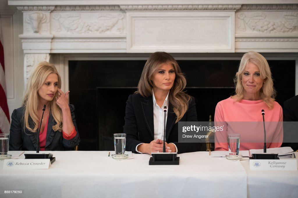 Melania Trump Hosts Listening Session On Opioid Crisis At White House : Foto jornalística