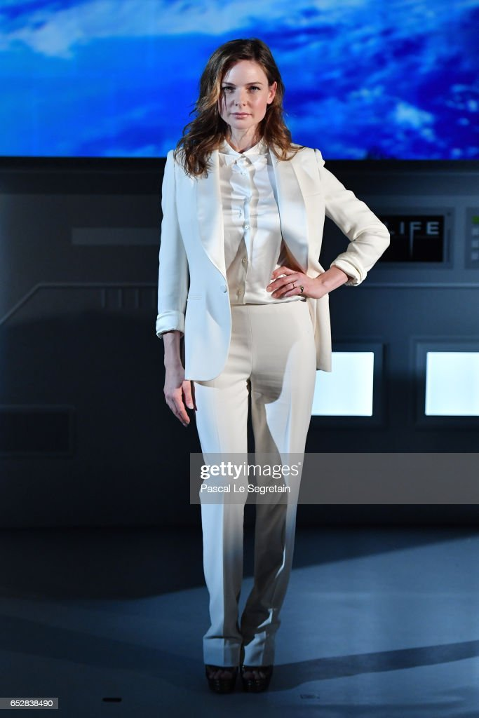 Rebecca Ferguson attends 'Life' Photo Call on March 13, 2017 in Paris, France.
