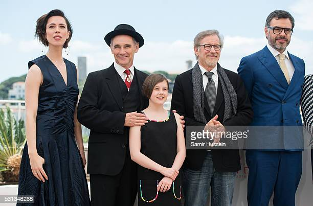 """Rebecca Hall, Mark Rylance, Ruby Barnhill, Director Steven Spielberg and Jermaine Clement attend """"The BFG """"Photocall at the annual 69th Cannes Film..."""
