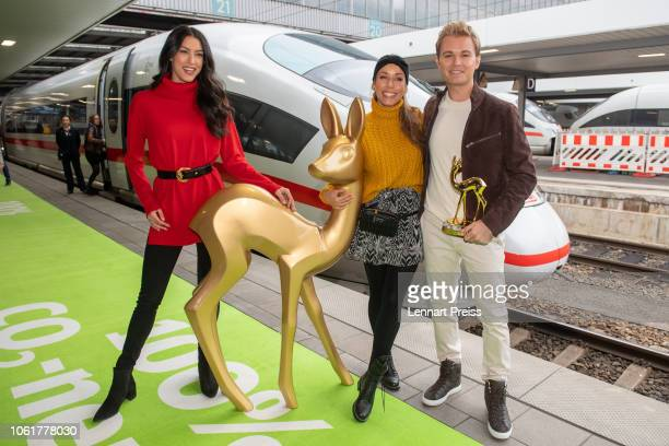 Rebecca Mir Annemarie Carpendale and Nico Rosberg pose with a giant mockup of a Bambi trophy before they travel with the trophies to the Bambi Awards...