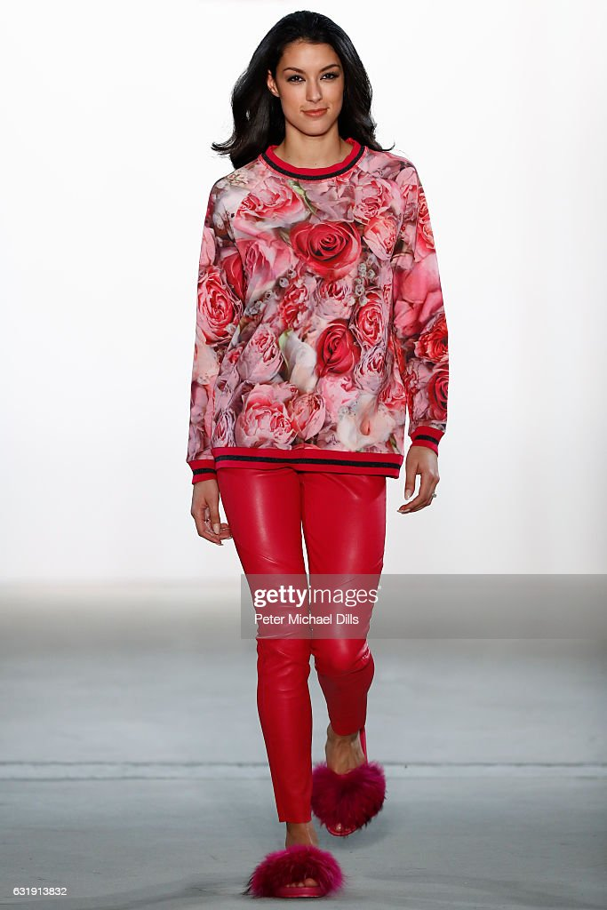 Riani  Show - Mercedes-Benz Fashion Week Berlin A/W 2017 : ニュース写真