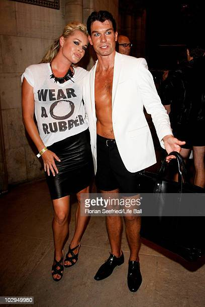 APPLY Rebecca Romijn and Jerry O'Connell Backstage during the 18th Life bBall at Town Hall on July 17 2010 in Vienna Austria The Life Ball is an...