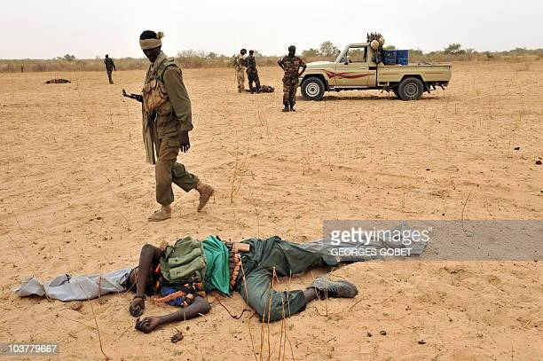 A rebel soldier lies dead while Chad soldiers carry out clearing up operations on May 8 2009 in the area of Am Dam 130 km south of Abeché where...