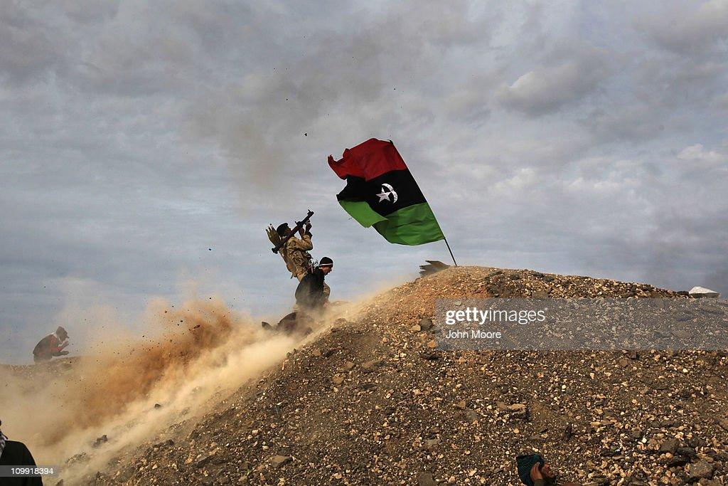 Opposition Rebels Battle Gaddafi Forces In Eastern Libya : Nieuwsfoto's