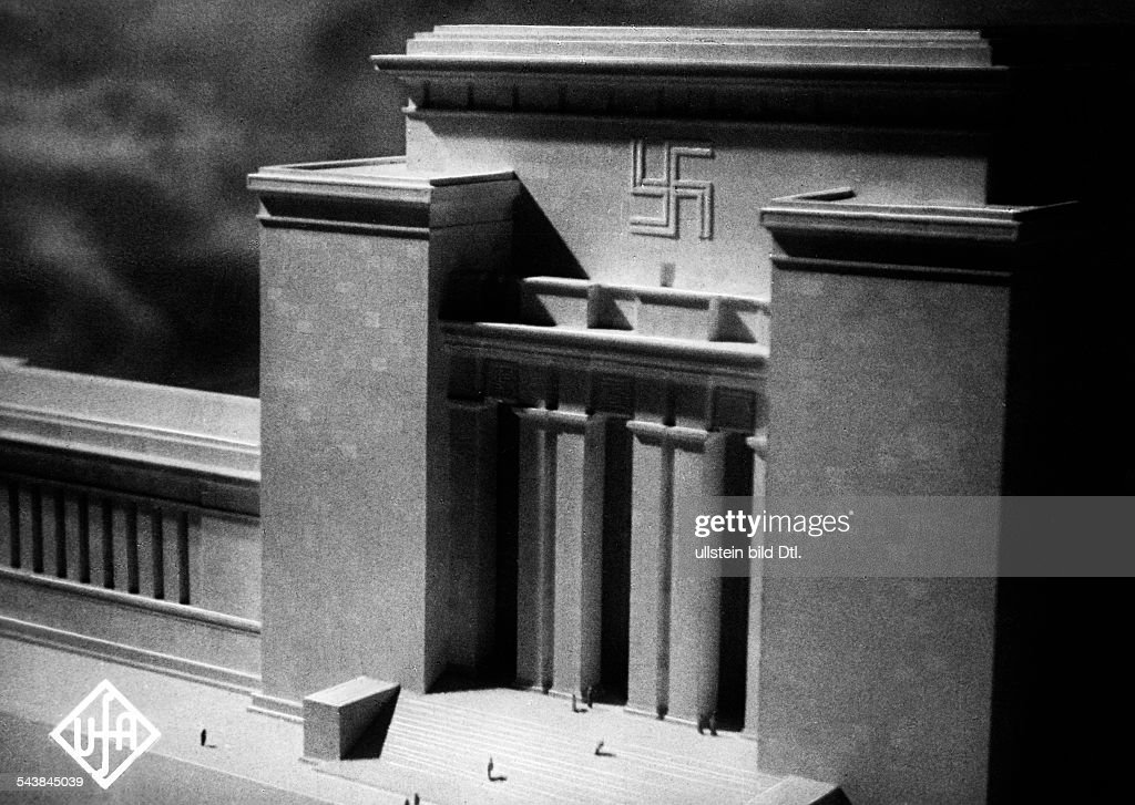 Rebuilding Berlin, architectural models for the so called Welthauptstadt Germania, the Soldatenhalle, design: Wilhelm Kreis - Photographer: UFA- 1956Vintage property of ullstein bild : News Photo