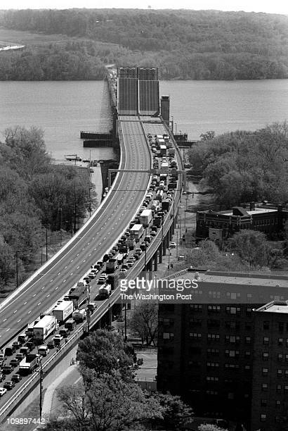 Rec'd 04/98 - Wilson Bridge - BRIEF DESCRIPTION: Bridge opening and related traffic Woodrow Wilson Memorial Bridge opened for the passage of a...