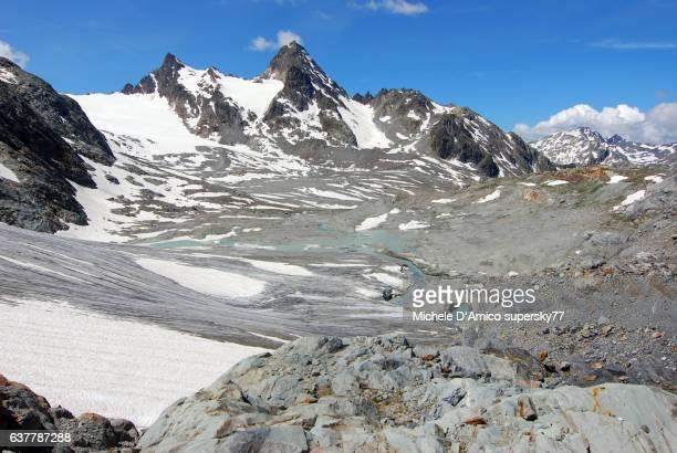 receding glacier under the sunshine - valle d'aosta foto e immagini stock
