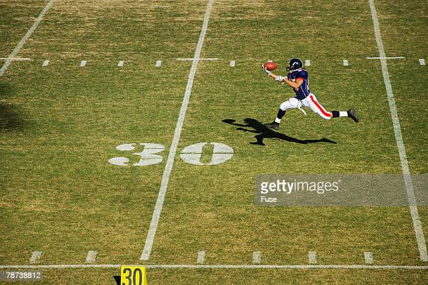 receiver catching pass - wide receiver athlete stock photos and pictures