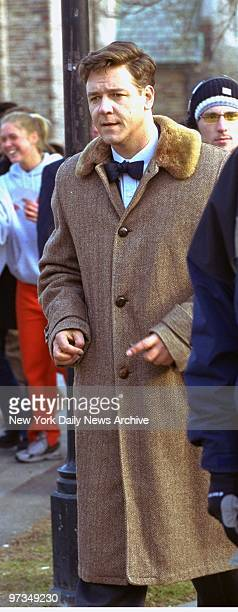 Recent Academy Award winner Russell Crowe makes his way to the set of the movie 'A Beautiful Mind' filmed on location at Princeton University
