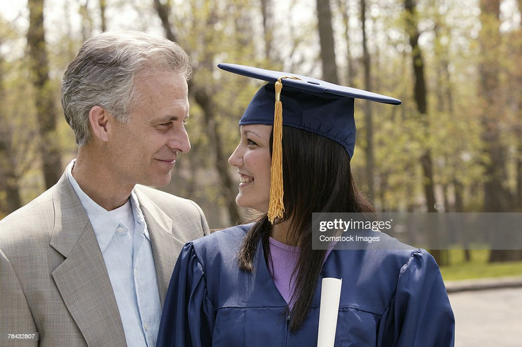 Recent graduate and her father : Stockfoto