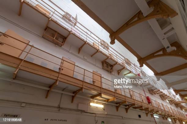 recently closed prison - onschuld stockfoto's en -beelden