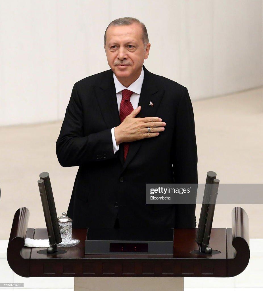 Erdogan Sworn In As Turkey's President With New Powers : Nieuwsfoto's