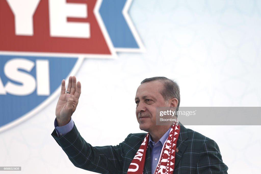 Turkey's President Recep Tayyip Erdogan Speaks At Yes Referendum Campaign Rally : News Photo