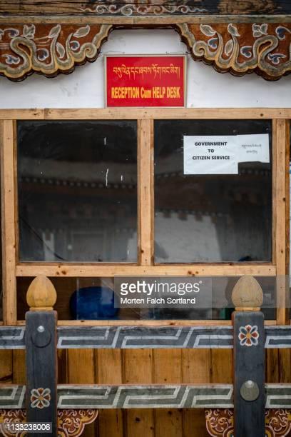 reception area in trongsa dzong, bhutan - trongsa district stockfoto's en -beelden