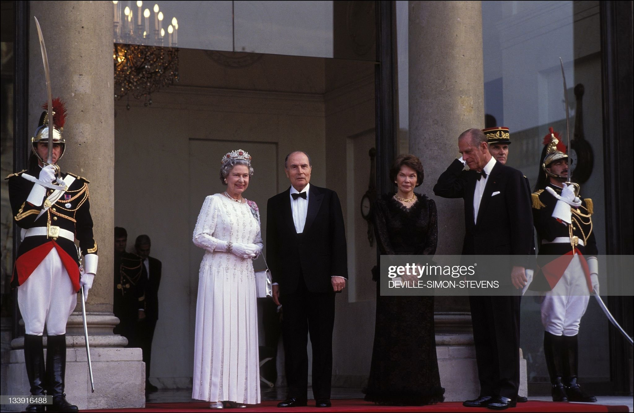 Queen Elizabeth ll in Paris : News Photo