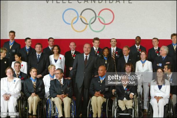 Reception offerte par Jacques Chirac en l honneur de la delegation Francaise aux jeux d'Athenes au palais de Elysee Reception offerte par Jacques...