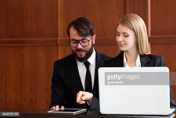 Recepcionistas en el trabajo