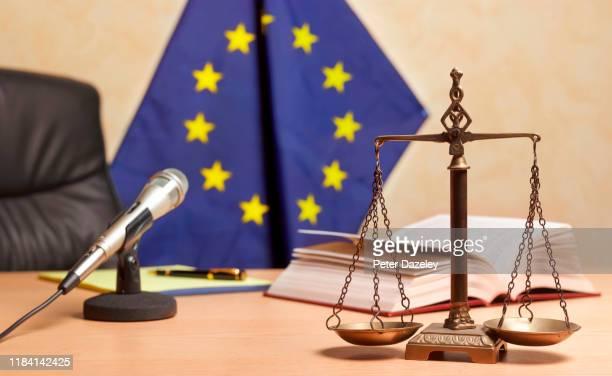 recess time in european court - gerechtigheid stockfoto's en -beelden