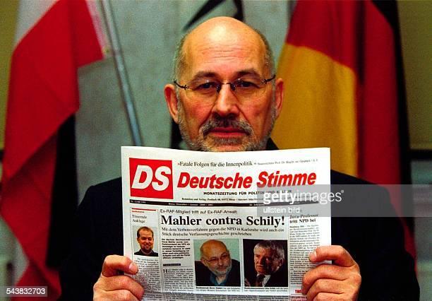 Rechtsanwalt Horst Mahler aus Kleinmachnow bei Berlin wird die NPD beim bevorstehenden Antrag auf Verbot der Partei beim Bundesverfassungsgericht in...