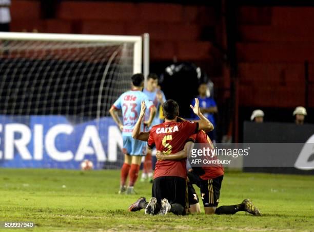 Recife players celebrate their second goal over Arsenal during their Sudamericana Cup football match in Recife Brazil on July 6 2017 / AFP PHOTO /...