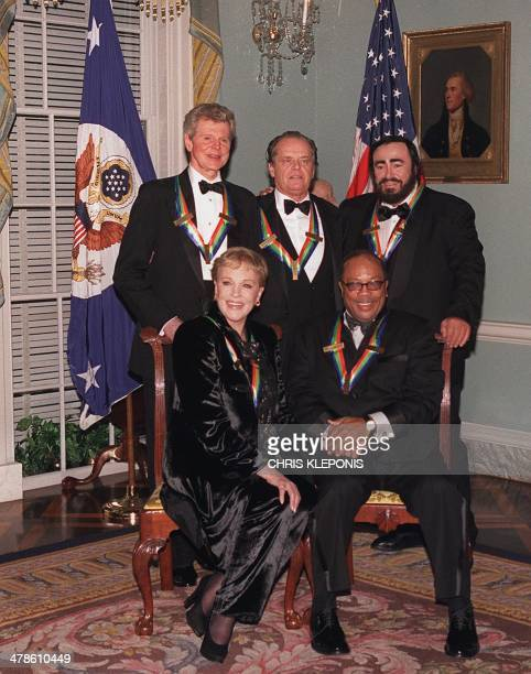 Recipients of the 24th annual national celebration of the 2001 Kennedy Center Honors pose for the media 01 December 2001 in Washington DC From LR...