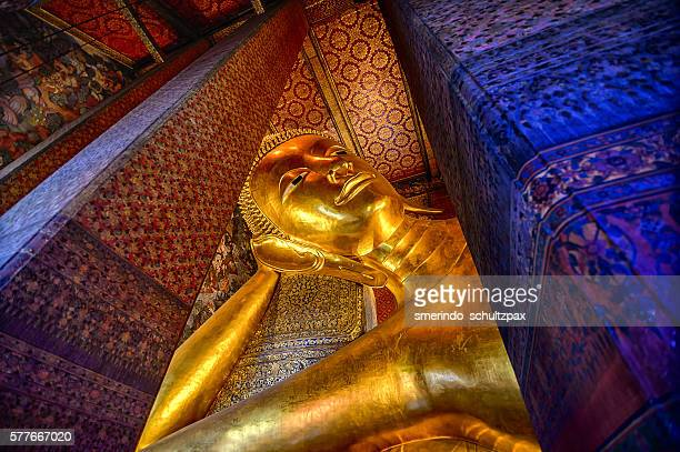 reclining buddga wat pho - wat pho stock pictures, royalty-free photos & images