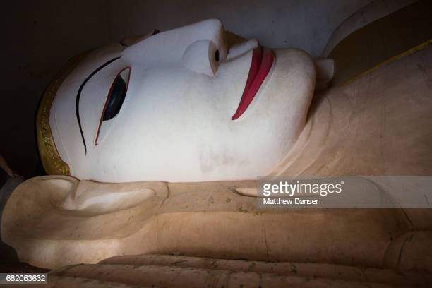 reclining buddha - theravada stock pictures, royalty-free photos & images