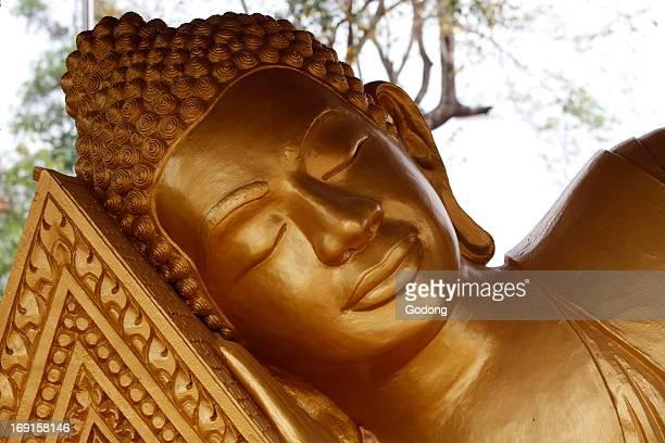 Reclining Buddha statue in Wat Kraom