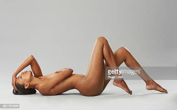 reclining women on seamless - donna nuda sdraiata foto e immagini stock