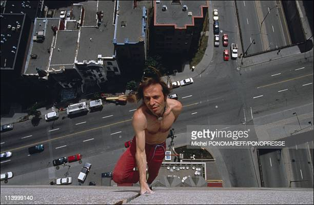 Reconstitution of A Robert'climbing from a hotel In Montreal Canada On May 27 1999