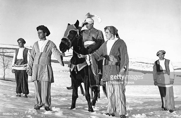 Reconstitution vivante des scene de la Natalite ici Gaspard un des Rois Mages se rend au berceau de Jesus a Rivisondoli Italie le 1er janvier 1952