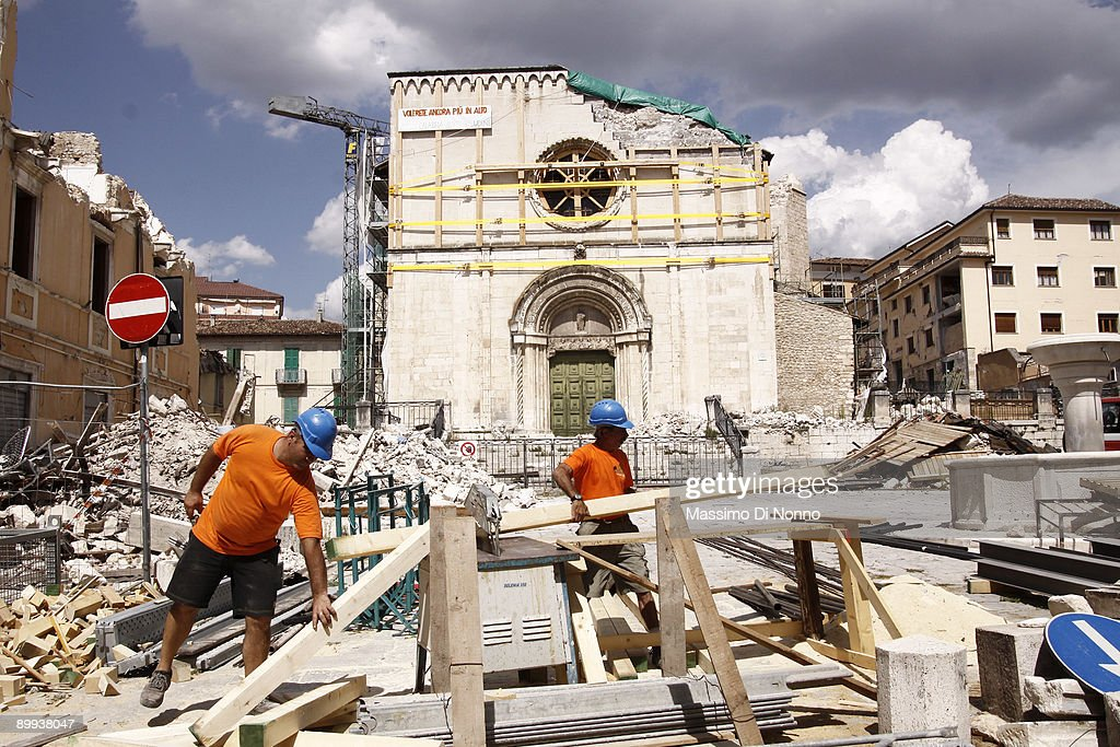 Reconstruction In L' Aquila After The Earthquake : ニュース写真