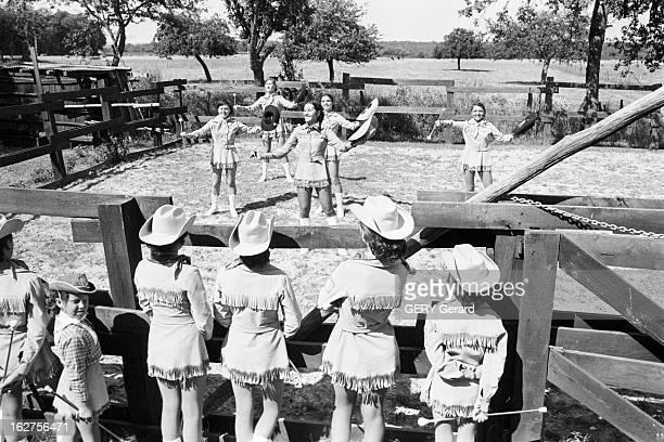 Reconstruction Of A Far West Village In The Yonne En France dans l'Yonne en juillet 1975 Reconstitution du Far West dans un village de la région avec...