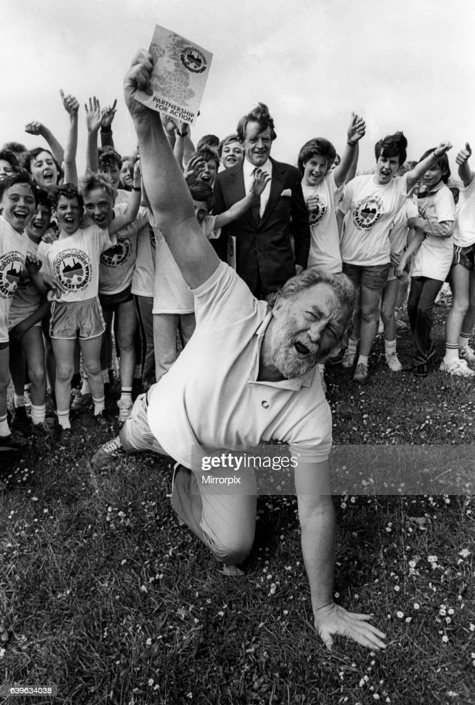 Record Breaking runner Chris Chataway and broadcaster David Bellamy met youngsters who have been involved with the newly set-up East Durham Groundwork Trust, on 19th May 1987 : News Photo