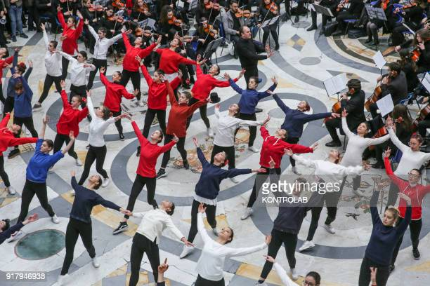 A record flashmob inspired by the musical My Fair Lady staged in these days with great success at the Teatro San Carlo was held today in Galleria...