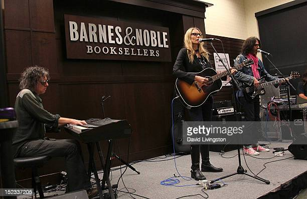 60 Top Aimee Mann Cd Signing For Charmer Pictures, Photos