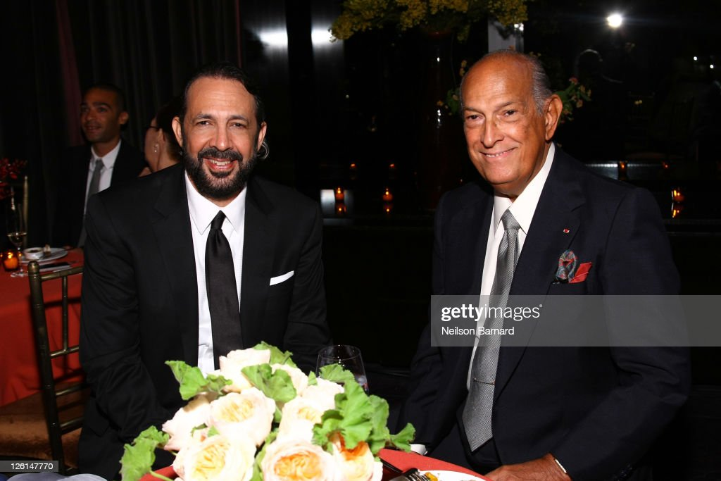 Recording artist and honoree Juan Luis Guerra (L) and designer Oscar de la Renta attend the Vanidades Icons of Style Gala at Mandarin Oriental Hotel on September 22, 2011 in New York City.