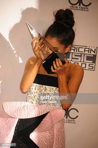 Recording artist Ariana Grande winner of Favorite Pop/Rock Female Artist posing at the 2015 American Music Awards held at the Microsoft Theater