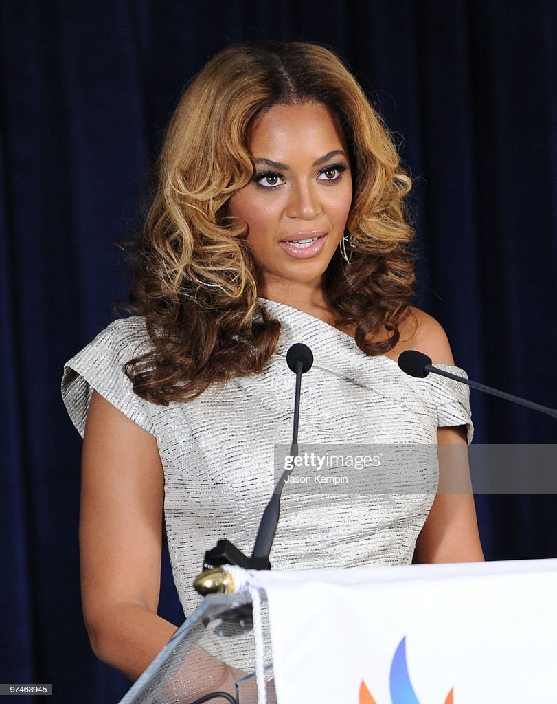 Recording artist Beyonce Knowles attends the unveiling of the Beyonce...  Foto di attualità - Getty Images