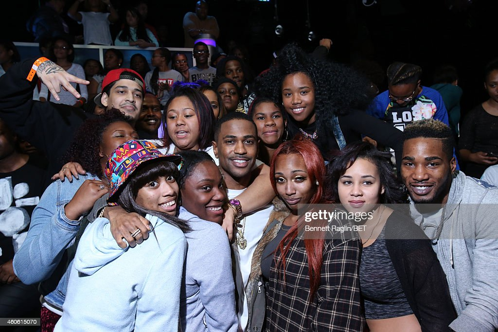 Recording artist Big Sean poses for a picture with the 106 & Park audience during 106 & Park at BET studio on December 17, 2014 in New York City.