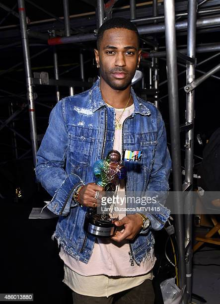Recording artist Big Sean winner of the Video with a Social Message award for 'One Man Can Change The World' poses backstage at the 2015 MTV Video...