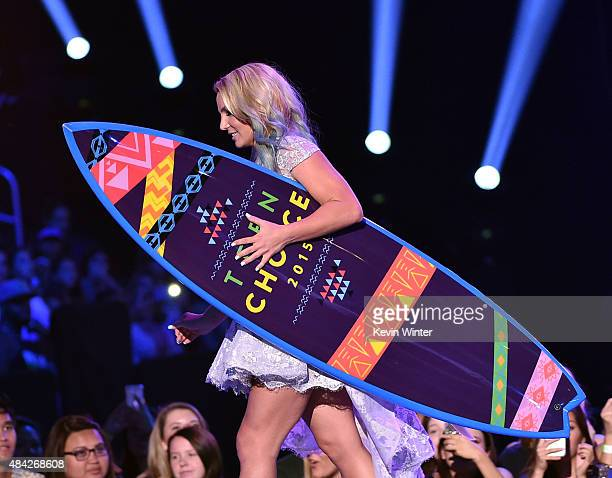 Recording artist Britney Spears accepts the Choice Style Icon Award onstage during the Teen Choice Awards 2015 at the USC Galen Center on August 16...
