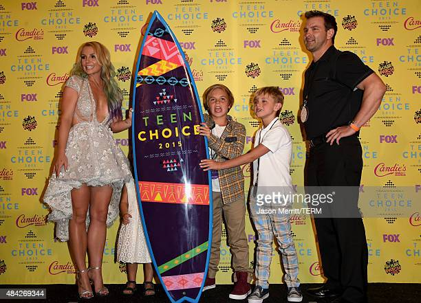 Recording artist Britney Spears poses with Maddie Briann Aldridge Sean Preston Federline and Jayden James Federline in the press room during the Teen...