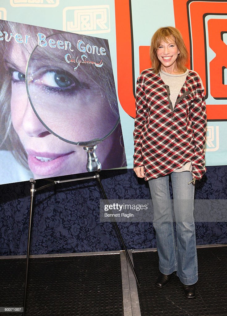 "Carly Simon Signs Copies Of ""Never Been Gone"" - November 24, 2009"